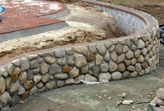 curved concrete retaining